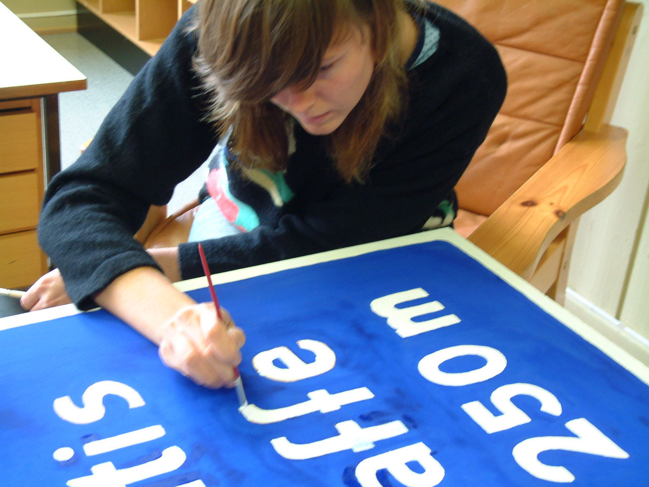 Gratis Kaffe 250m. Karolin from Rakett in the making of the free coffee sign, 2004.