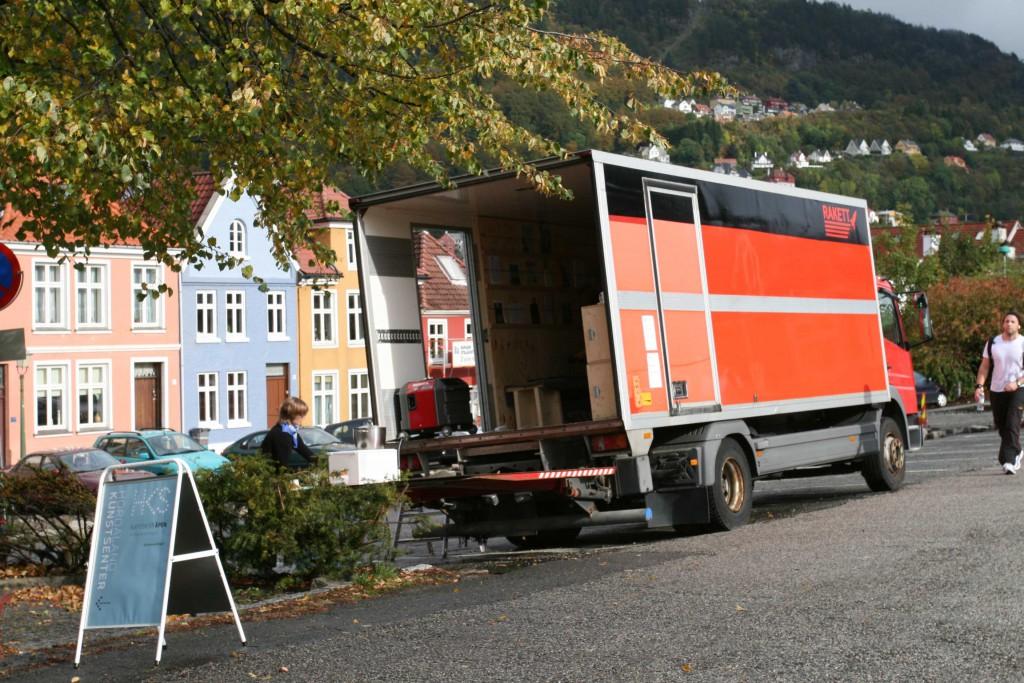 Outside view of Rakett presents Curating Degree Zero Archive in Bergen, 2007. Photo: Rakett