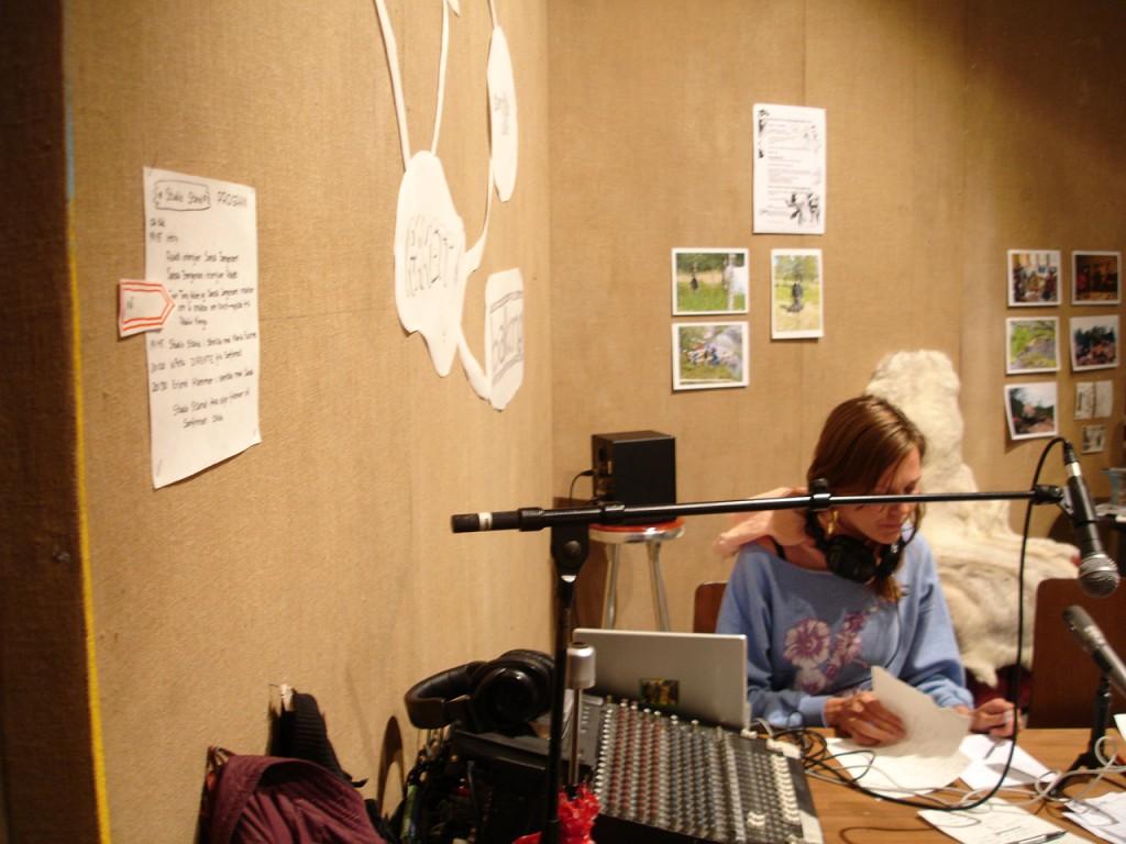 Karolin Tampere live at Radio Kongo - Studio Stand (2007).  Photo: Rakett