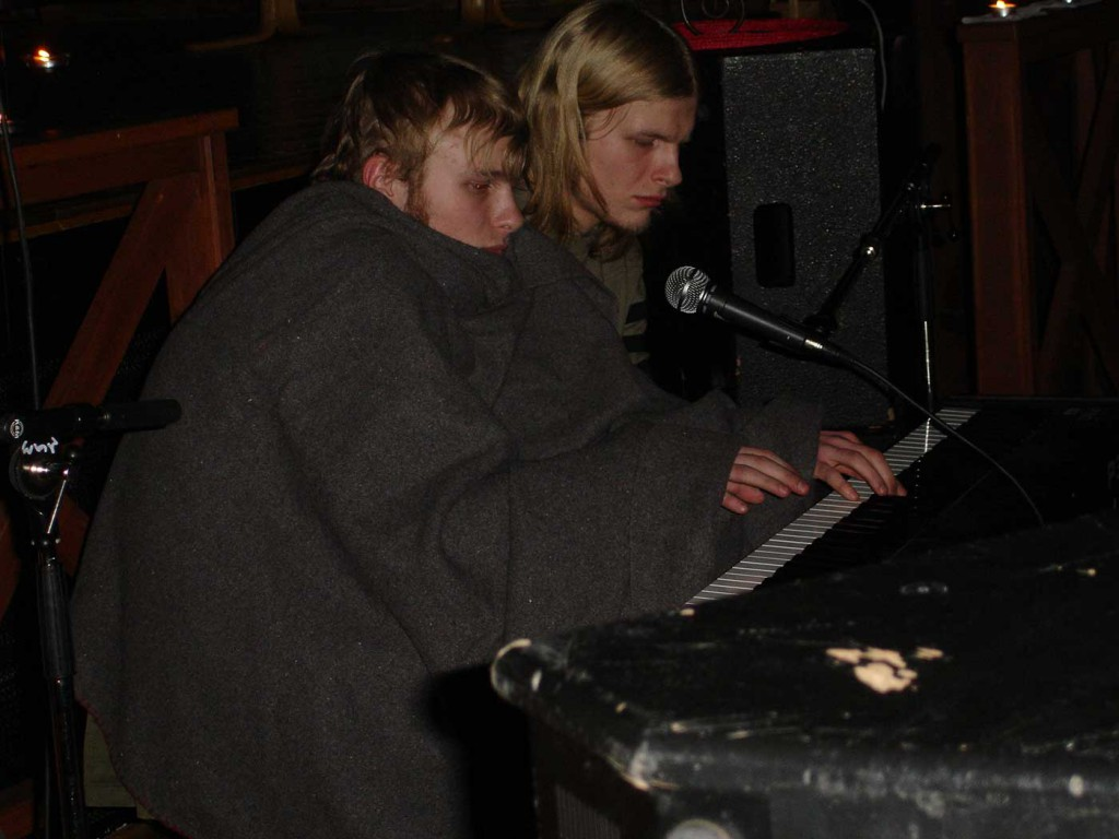 Performers of Murmansk Rock Club live in Kirkenes (2006)