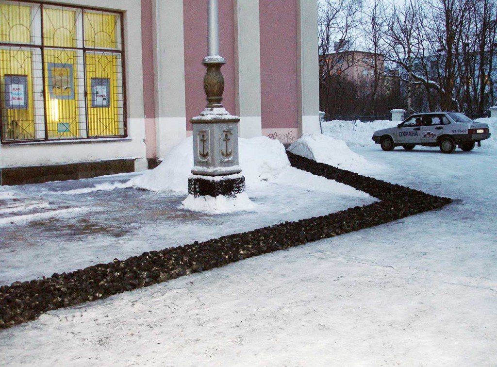 Jon-Martin Kolnes, installation outside Murmansk Art Museum. Dimensions variable. Coal, fire. Photo: Rakett